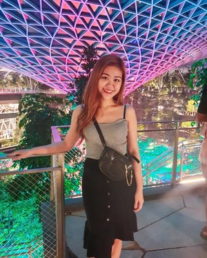 You're so amazing Jewel.💎 Thanks for the date night @rebeccayeow ❤ To 18 years and counting!  #jewelchangiairport #sgig #clozette #ootd #sg #exploresingapore #asian #girl