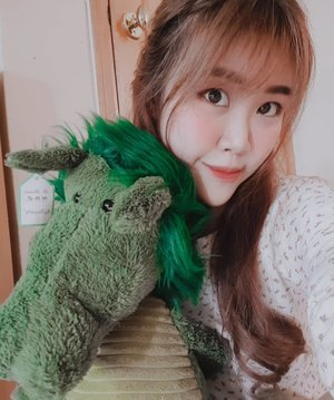 Basically, I have a new friend over the weekend and here's my selfie album #101 with JimJim the Green Dragon🦖  It's a friendship task. (Just so you guys are not super overwhelmed by my selfie ability rofl)  #Sundayfunday #sgig  #asian #girl #selfie #clozette #motd #sghair