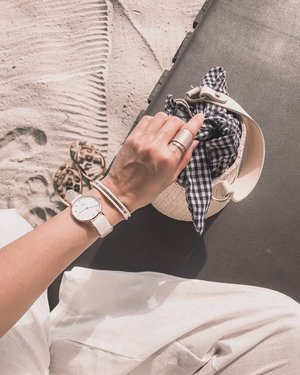 Love my whites and when I saw @danielwellington's new Dover timepiece, it was the perfect accessory for all my white outfits.  The clean and fresh look of the white nato strap will be perfect for all summer occasions.😍 You can now get your Classic Bracelet now for 50% off pairing with any @danielwellington watch purchase.  Remember to check out with my code EVEREST19 for EXTRA 15% off at www.danielwellington.com or at any of their official retail stores in Singapore and Malaysia!  Free shipping on all orders too! Grab the great deal before the offer ends on 2nd September! . #DanielWellington #DWSingapore #DWinSG #clozette #streetstyle_singapore #sgfashion #sginfluencer #livewithstyle #sgbeauty #ootdcampaign #fashiongoals #styleinspo #sgstyle #ootdsingapore #fashiondiaries #sgshopping #EverestStyles #ootdsg