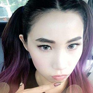Channeling some Suicide Squad here 👧🏻 • #bbloggers #bblogger #beautyblogger #beautylover #selfie #clozette