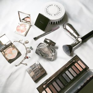 I stick to the essentials, and here's what's currently on my vanity table for everyday use, which I absolutely love! #guccibamboo #clozette #flatlay #vanitytable  #beautyblogger #bbloggers #bblogger