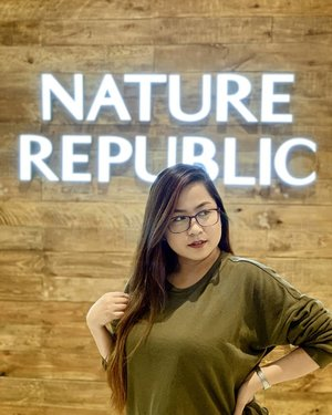 I had so much fun shopping at Nature Republic last Friday! 😍 @naturerepublicph is officially open at Ayala Malls Feliz! ❤️ Nature Republic is a South Korean cosmetics brand created in 2009. This is a brand perfect for naturalists, it finds and shares the energy of life from the pristine nature around the world.  The most popular product of Nature Republic is the Aloe Vera Soothing Gel which you can use all over your body. ❤️ #naturerepublic #naturalskincare #clozette #natures #naturerepublicori #naturerepublicph #naturerepublicaloevera #naturehub #skincareregime
