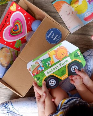 "Book book 📚 Every night before bedtime, Dayvian would be looking for his books . Does your little ones enjoy bedtime stories too?❤️ Here's a box of New Book for Dayvian from the lovely folks  @friendlygiantbooks ,  both ""Dive in Ducky"" and ""Safari Park"" are his Favourite !💕 [LAUNCH SALE]  @friendlygiantbooks is a discount bookstore by the team behind @joshandcheriebooks , they also sell discount books at prices from as low as $3.90! Offered  the lowest book prices in Singapore, and have a wide range of curated books for ages 0 to 11! 💓  From now till 30 September, all orders above $60 will automatically get a 15% discount! 🛒 💓 GIVEAWAY Head to @friendlygiantbooks and take part in their giveaway to stand a chance to win a $50 book gift voucher (2 winners)! #clozette  #sgmum  #friendlygiantbooks"