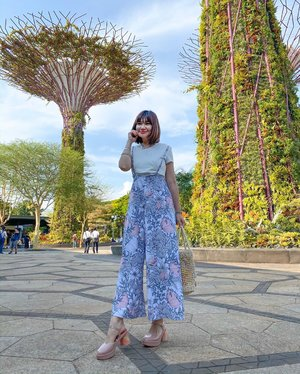 """So much love for our beautiful #gardensbythebay 🌹  Does it feel like Xmas is round the corner too? Attended @chantecaillesg Holiday 2019 collection, the lipsticks 💋shimmering finish and come with a luxe Gold box , at the same time we was introduce to the advance Stress repair concentrate with a ➕ , I have the previous formula that works 👍🏻 esp for those with fine lines ! 👗@jumpeatcry Arden Flower Print Nursing Jumpsuit (XS) """"VINNA10"""" 10% off in store and online ⭐️ 👡 @melissashoessg  heels that's so comfy and chic ⭐️ 📷@lecinlurvee"""
