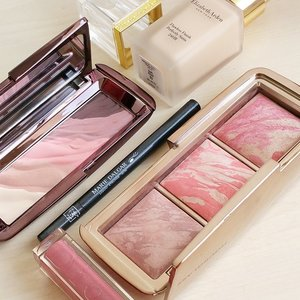 Loving these #luxebeauty picks from #hourglasscosmetics  thx u QOS @secondsacharm  for the Eyeshadow palette 💕 #elizabethardensg latest Flawless finish perfectly satin 24hrs( nice medium to full coverage, I prefer to use it a oil control base below this)  #mariadalgar liquid Eyeliner I got from beautyasia .  #diorsg Gloss  #clozette
