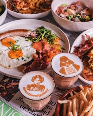 🇸🇬SG Food: Good morning ☀️. Brunch goals at Memo Cafe @studiomhotel . The cafe offers brunch and mains options now. You can also choose an icon to print on your coffee beverage!. Address: No. 3 Nanson Road, 238910 Singapore Opening Hours:  Sunday - Thursday 7:00AM-11:00PM Friday-Saturday 7:00AM-12:00AM #maytheforcebewithyou  #eatmeetdrinkmemo #studiomhotel #nextlevelgalaxy #hzfooddiary #clozette #goodmorningwithhazel