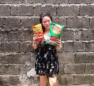 It's SUNDAY! Perfect time to catch your fave TV series alone, or plan a movie marathon with your BFFs! Whatever it is, make sure to grab some @laysphilippines snacks to make it more special!😋♥️ - These snacks are, to be honest, not my regular picks (mahal kasi di ba??). But they do taste undeniably GOOD! 😭 I get the chance to dig into these bags lang kapag medyo may budget..haha!😅 GREAT thing they have a super crazy and sulit promo for us guys! . Get a FREE snack when you exchange any 2 stickered bags of Lay's, Cheetos, or Doritos at any participating restaurant! It's either a box of 3 original glazed doughnut from Krispy Kreme, a dessert pizza at Yellowcab, or a chicken burger courtesy of Max's Restaurant! ♥️ - So go ahead and join the #LaysSnackOverload craze today! Keep on snacking!😉 . . . #laysphilippines #missgblogs #missgdiaries #bloggers #bloggersph #snacks #promo #foodie #clozette #foodgram #yt #youtuber #bloggersph #ige #igers #igersasia #food #abcommunity #heymanila