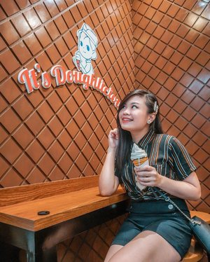 Got my sugar fix with @doughcreamery today! Had a chance to try their famous spindle and my fave waffle pop with choco & peanut butter. Swipe to see more of their delicious treats. Grab a bite too and visit them @smnorthedsa North Towers!! . . @heymanilaofficial #heymanila