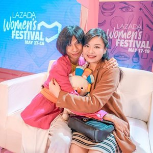 A fun and humble human being in the name @mimiyuuuh 💗 Meeting and conversing with her in person made me love her even more 💗 Btw, we love @lazadaph so much that we squished Laz to tightly XD #dalagangpilipina