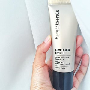 @fatimahearts review made buy this. Hydrating? Want! Dewy finish? Want! Protecting? Want! Does it deliver? Let's try! #bareminerals #baremineralscomplexionrescue #skincaremakeup #clozette #bblogger