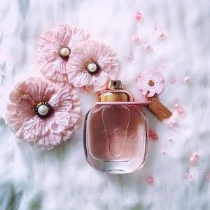 Girly, fun and flirty! #Coach #floral #EDP was launched around the same time last year. Sparkly #citrus notes and a floral bouquet makes my #heart flutter with delight! Great choice for special #occasions or on a #Monday to chase the blues away 🌟 more details on my #blog!