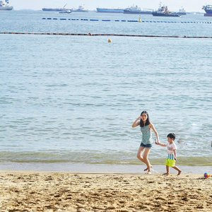 BEACH THERAPY    Running barefoot on sandy beach and getting salty wavy hair 👣#barefoot #sundayfunday #sundayvibes #instaphoto #amazingday #goexplorewander #travelblogger #visualsoflife #bythebeach #exploresingapore #igdaily #clozette