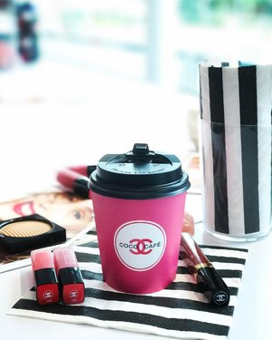 Every corner of #COCOCAFE is perfectly instagrammable! Yes, I am talking about Chanel's first ever beauty pop-up concept space in Singapore. #ilovecoco #chanelmakeup #clozette