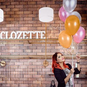 Having a party moment 🎉 ⠀ ⠀ It's been 4+ years being a part of @clozetteco community yet I feel just that day went to my first #clozettecommunity gathering! Loved it always and loved it this time as well 🎊Thank you @clozetteco team and specially @glammama.sg for you hospitality. Thanks to @ghdmalaysia and @igkhair for my hair touch up . Thanks to @glitaf for the glam glitz. Thanks to @beautyblendermalaysia for the spinning game. Last but not the least, thanks to @sarahmaylow for you #angelreading 🥳 ⠀ ⠀ __⠀ #GreenStoryBlog #Clozette #clozetteambassador #BeautyBloggerMalaysia #BeautyCommunityMalaysia #sparkleon #30plusblogger