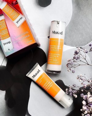 If you're a @muradmalaysia lover then this is undoubtedly the best time of the year to stock up your favorite #muradskincare products. Because their #holidaycollection sets come with favorable price tags 💁🏻♀️Like this Vibrant Vibes #BrighteningEssentials set with two full sizes #vitaminC loaded product priced at MYR498 where the Rapid Age Spot Correcting Serum alone is 448rm and the Essential-C Day Moisture Broad Spectrum SPF 30 is 338rm. Isn't it a great deal?⠀ ⠀ __⠀ #GreenStory #Murad #MuradMalaysia #vitamincskincare #skincareblog #skincareblogger #beautycommunity #skincareluxury