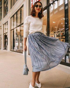 It's a skirt kinda day ✨