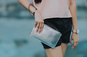 Got this classy metallic silver Kate Spade wallet from @fsmaccessories 📂 It's with me wherever I go! 👱🏻♀️