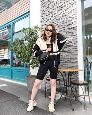 When your mind tells you to go to the gym but your feet takes you somewhere else. This look and more about the biker shorts trends and where to shop for them on the blog now! 😎😜 #sheilovesootd #f21xme #bikershorts #ontheblog #clicklinkinbio #clozette