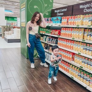 I think it's never a good idea to bring a toddler inside the supermarket... either your cart will be empty coz your too busy chasing him around or your cart will be full with all the stuff he puts inside. 😜😅😭 Not bringing this boy grocery shopping again... maybe after a year or so na.😅 Any other moms out there who can relate?🙋🏻‍♀️ #mamaandson #mamaandrileyootd #struggleisreal #lifewithatoddlerboy #clozette