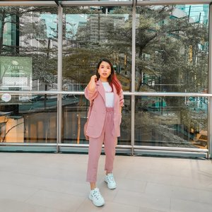 Loving this pink set outfit 💗  Somehow I like that it is now a super formal fitting but yet give the casual sweet look too 😚 . . #sharonootd #ootd #taobaoeveryday #taobaohaul #pinkset #blazerset #clozette
