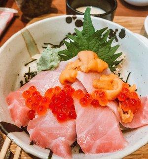 I'd say yes to sashimi rice bowls anytime. 🤤 . . . . #sashimi #sashimiricebowl #japanesecuisine #japanesefood #foodporn #food #instagood #instafood #art #artsy #artistic #clozette #starclozetter #clozetter #clozetteco #sashimi #seaurchin