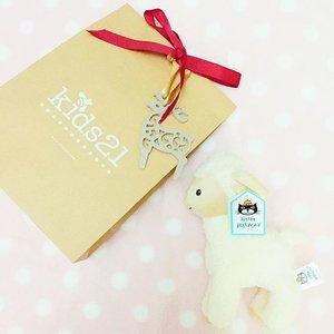 Mathilda has Christmas gift too! Thanks to her papa @candy.butcher ! 👶🏻 We love papa! ❤️ #husbandgoals #thankful #christmas #gifts #xmas #melissalsl #mathildawongningxuan #sg #clozette #MELXJAV