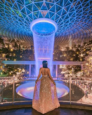 """""""In the darkest times, hope is something you give yourself. That is the meaning of inner strength."""" 💙 • • Which waterfall colour @jewelchangiairport is your favourite?! I love all colours 🌈 • • #Jewel #JewelChangiAirport #exploreSingapore #VisitSingapore"""