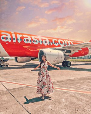 Always excited to go on a trip and create new memories and made new friends, glad that booking with @airasia always made everything very convenient! Now you don't have to fly with a hungry tummy! • • Forgot something after purchasing your #AirAsia flight?  Do you know that 'Manage My Booking' now is just 3 steps away to add meals, seats, baggage or insurance. ​ 1⃣ENTER booking details, 2⃣SELECT add-ons and  3⃣PAY! • • On the recent trip to Bandung i've got to try their NEW special inflight meal INSPI(RED) Burger, in support of the fight to end AIDS. Created by New York-based (RED) Chef Ambassador Hong Thaimee, the burger draws on her Northern Thai roots to deliver a truly East-meets-West experience. It features a chicken patty infused with fish sauce, kaffir lime leaves and lemongrass, topped with zesty nam prik noom mayo (green chilli mayonnaise), shredded purple cabbage and tomato on a red beetroot bun. • • #AirAsiaSantan #WonderfulIndonesia #AirAsiaBandung #AirAsiaHolidayQuickies