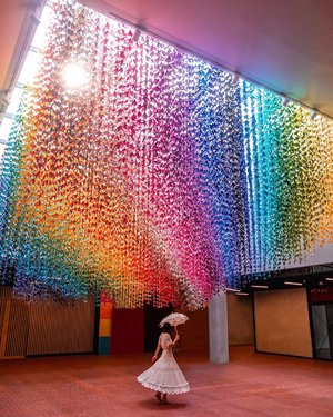 Give up being right. Instead radiate peace, harmony, love, and laughter from your heart 💕🌈 • • This rainbow of peace doves made of 41,600 origami, hanging at Level 2 of the LINC KL. Hand folded by the people behind The LINC KL, the doves represent peace, love, harmony and unity. • • 📍LINC KL LINC KL is one of the artsy mall in Kuala Lumpur, Malaysia which i think worth to visit if you love rainbow 🌈 and colours #ExploreKL #ExploreKualaLumpur #discoverKL #KualaLumpur #Malaysia #exploreMalaysia #discoverMalaysia #thelinkkl