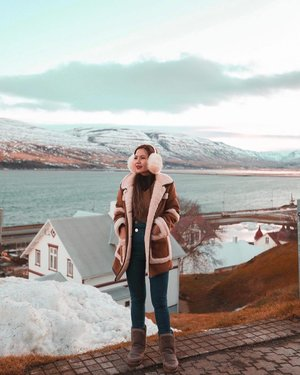 Missing wearing my 大包 fluffy earmuff and endless jawdropping views in #Iceland  #YuniQuetravels #YuniInIceland #Akureyri  Sorry for spamming with never ending backlog of my Iceland photos 😅
