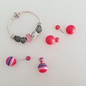 🎀 Pinky ear studs.. Pinky bracelet.. PINK accessories!! 💖✨ #pink #accessories #Pandora #bracelet #earstuds #clozette #ClozetteSnapIt #ThinkPink #BreastCancerAwareness @clozetteco