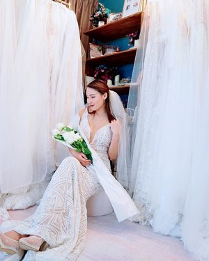Loving all the wedding gown designs brought in by @charmedbyrae!  They carry exclusive Aus and European brands that you won't find anywhere else so you can feel extra special on your wedding day 👰🏼 Follow @charmedbyrae to check out her beautiful pieces!  Don't forget to complete your wedding with some long stemmed roses from @rosesonlysg 🌹 📸: @chapstick__