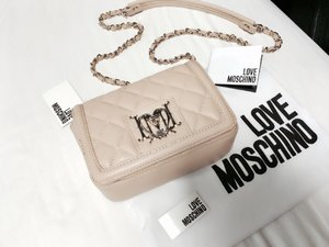 Lovely Moschino bag from Reebonzsg #cheapnchic