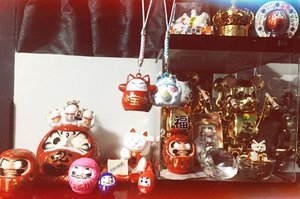 My Daruma & Lucky cat shrine!! Just got two more lucky cats to add to my collection 💕 #Daruma #manekineko 🇯🇵🇯🇵 😸😸😸😸 #達磨 #luckycat #fortunecat #wishingdoll #goaldoll #clozette