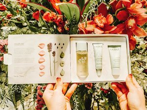 @caudalie's vinopure is a 3 products collection to help you get clear pores.✨ . It is a natural and effective formula that targets adult skin imbalances: (1) blemishes, (2) oily skin, (3) irregular texture and (4) enlarged pores. To win this set of purifying toner, skin perfecting serum & skin mattifying fluid; all you have to do is 1️⃣ follow @caudalie @jacelynphang 2️⃣ like this post & tag some friends 👇🏻 (one tag per comment, the more the merrier) 3️⃣ additional chance given if you repost this giveaway on your IG story + tag @jacelynphang to let me know which of the adult skin imbalance you are facing (is it (1),(2),(3) or (4)?). Giveaway ends 3 Apr, 1 winner will be chosen & this is a SG based giveaway. Good luck xx ❤️