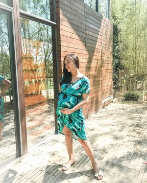 How lovely this dress from @valiannestrends 😍 the print is really perfect for this season! I love the fabric and the style its really comfy, my pregnant belly can breath well. 🍃  Preggers and breast feeding momsh if you want a stylish nursing dress like this you may use my code to get 10% off discount- MVT4VLNNS. Hurry! Only first 50 moms  can avail this promo code. 📸 by @jomarieilano my ♥️ #clozette #momblogger #bloggermom #pregnantbelly #pregnantstyle #preggers #nursingdressph #preggywitstyle #styleblogger