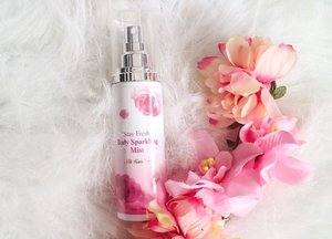 Stay fresh with this @altheakorea  Sparkling Mist! A light weighted and gentle perfume that can lingers on your body for a long lasting scent. You'll also love the mixture scents of fruity and floral  featuring orange, peach and rose! #clozette #titikamalxalthea #titikamal #altheakorea #perfume #skincare #koreanproduct