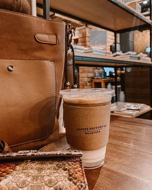 Ending my moody feed with this cup of coffee from @coffeefactoryib_official. I'm starting a new color graded feed again. Hehe 💕✨