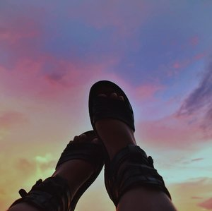 Let your feet #wander 👣🌅 . #vsco #vscocam #vscophile #scenery #sunset #sky #nikon #wanderlust #photography #lfl #igers #shoes #summer #travel #clozette #travelphotography #nature #photographer #bloggerph #nikonphotography #blogph #weekendvibes #philippines #instadaily #islandgirl #instaphoto #instagood #island #islandlife