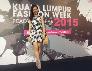 Dress up for KL Fashion Week Day 5 . Put on a coconut shortpants jumpsuit for a chillax sunday. Not to mention that I got to sit in first row!! The jumpsuit is very light and comfortable, yet it looks pretty for me!