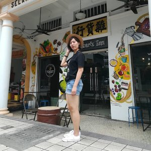 #ootd  last Sunday wandering in Petaling Street. 📷 @evewaikuan  #clozette #backtobasic #ilovemytee