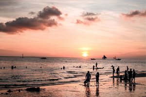 Never ever forget to catch the sunset 🌅 in Boracay. One of stunning sunset I watched. . . . #thereCHIgoes #CHItographs #clozette