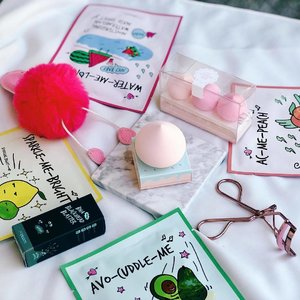 I'm actually having second thought if I will use these cuties or not 😫. I mean, just look at how cute and colorful @altheakorea made their newest line - A'Bloom. Especially the merengue  sponges!  So watch out for my review on these babies at www.mhisha.com. Who knows maybe I'll be having a giveaway too? 🤭💖 —- #AltheaKorea #AltheaAngels #AltheaABloom #Kbeauty #kskincare #kmakeup #beautybloggerph #bblogger #clozette #mhishacom