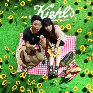 An awesomely cheery and bright photo take from yesterday's launch of the new @kiehlssg Kiehls Daily Reviving Concentrate - don't we look like we are having a fun picnic in a sunflower field?! 😊 Just one more day to the long SG50 weekend!  #Kiehls #kiehlssg #kiehlsdrc #sunflower #happy #picnic #beauty #beautytalk #beautyblogger #instabeauty #instadaily #instagrammers #instasg #clozette #newin #sgig #sgbeautybloggers #igsg #igbeauty @kiehlsnyc @kiehlssg @larryyeo