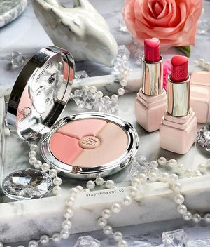 It's here, it's here! Guerlain's Spring Summer range of products are superrrrr sweet and pretty! 💖💕 The Heart Face Powder is just pastel perfection while the lipsticks are in those heart-shaped bullets. So naiseeee. I cannot deal 🤩 P.S. if you like them, you really have to stay tuned to my account - trust me on that 😏 - - - - - - #guerlain #guerlainsg #meteorites #prettymakeup #lips #lipstick #lipsticks #겔랑 #guerlainmakeup  #clozette #makeup #makeupaddict  #ilovemakeup #Косметичка #makeupflatlay #beautylish #trendmood #красота #kosmetik #cosméticos #cosmeticos #cosmetica #kosmetyki #maquillaje #뷰티그램 #코스메틱  #Косметика #化粧