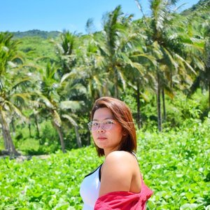 Surrounded by greens and coconuts after an hour trek going to the White Beach (not that white) in Dingalan. This is the jump off point going to the Mountain View and Light House. There is also a resort here if you want to spend the night or pitch your tent for a cheaper price. . . . #qingTravels #clozette #femaletravellerph #pampangabloggers #lostinph #travellingpinoy #femaletraveller #musttravelph #travelphilippines #pilipinasdestination #adventurephilippines #discoverphilippines #chooseph #experiencethephilippines #solofemaletravellerph #the_ph #ilovephilippines #pinasmuna #seepilipinas #pinaswonders #itsphilippines #wanderph #dingalanaurora #aurora
