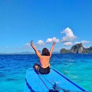 Ending my El Nido Tour A with a peace sign! And this travel made me realized that I had an amazing life and everything should be positive. I also loved myself more and accepting every imperfection I have. Then I promised myself that on this day forward I will and will encourage other women to be free, positive and self loving! 💛 No insecurities! . . . #clozette #qingtravels #qingsstyledotcom #instagood #travelgram #instalike #igtravel #bodypositivity #selflove #palawanbible #palawanderer #palawanphilippines #palawanisland #palawanderlust #palawanescapades #palawanders #palawanph #palawander #discoverpalawan #elnido #elnidoph #elnidopalawan #elnidogram #lostinph #musttravelph #photooftheday #discoverpalawan #travellingpinoy #femaletravellerph
