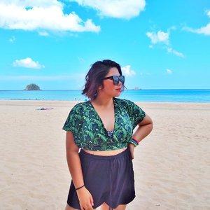 Bring me some sun and beach please! 💛 . . . #qingTravels #clozette #grammerph #lostinph #travellingpinoy #femaletraveller #musttravelph #travelphilippines #pilipinasdestination #adventurephilippines #ig_philippines #discoverphilippines #chooseph #experiencethephilippines #femaletravellerph #the_ph #ilovephilippines #discovermnl #pinasmuna #seepilipinas #pinaswonders #itsphilippines #wanderph #elnido #elnidopalawan