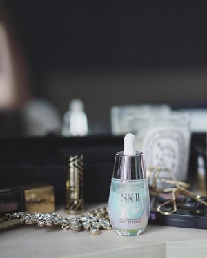 I'm on to part II of my collaboration with SK-II and sharing my 2nd favourite product for #ChangeDestiny. It's the Cellumination Aura Essence - a serum I used to prep my skin for my wedding, and I'll be featuring a full length video on my entire pre-wedding skincare routine soon! This serum brightens the skin and gives you a luminous glow. If you've tried it, share your thoughts and rating on SK-II's new ratings feature, linked in my bio. It's a good way to check if you should buy a product or not, too! http://www.sk-ii.com.my/ #GlamAsia #Clozette #SKII