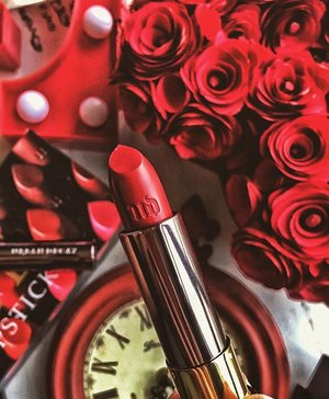 Blood red dreams of the good kind with this amazing lipstick from @urbandecaycosmetics in 'Rock Steady'!#lipstickismyvice #UrbanDecay #flatlay #clozette